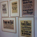 """Frauenwahlrecht: Plakate in der Ausstellung """"Konrad der Große"""" im Kölnischen Stadtmuseum."""